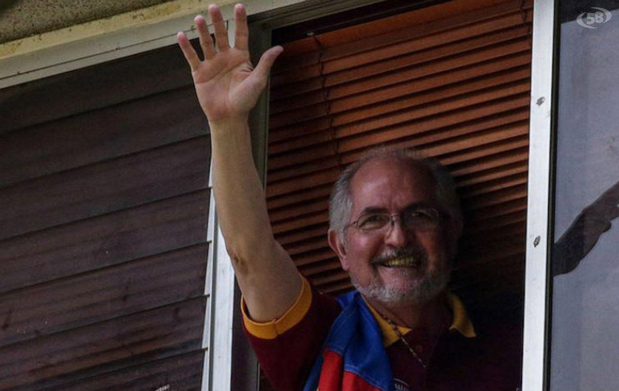 Antonio Ledezma è tornato a casa. La D'Amelio:
